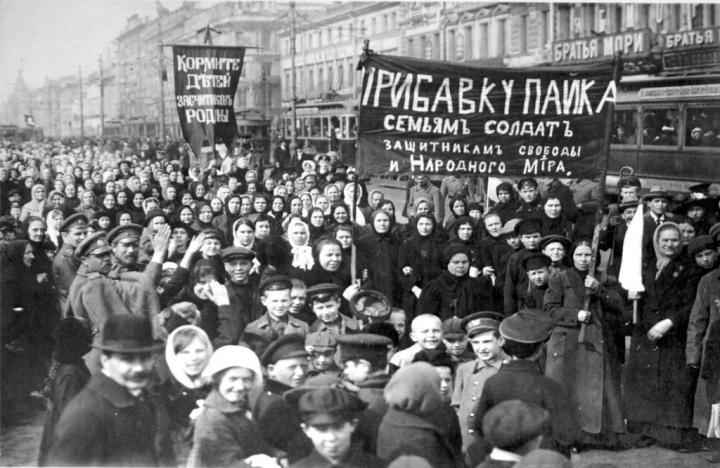 10-1917russiapetrogradinternationalwomensdayputilovfactorywomen