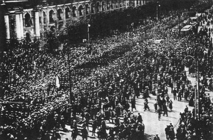 36-1917petrogradsailorsofkronstadtandvyborgarrivetofightkornilovuprising-kronstadt-demonstration-1917